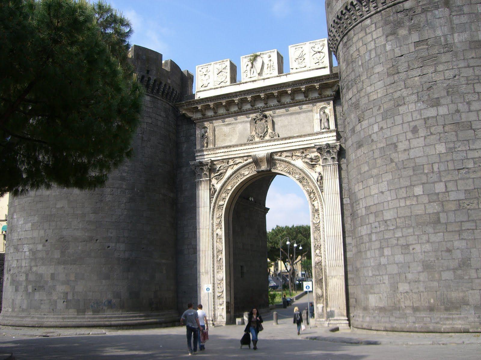 porta-nolana.2.jpg