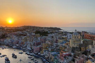 procida-tramonto-Napoli-da-Vivere.jpg