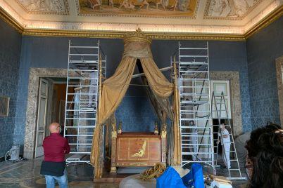 restauro-letti-dei-re-a-caserta-letto-di-francesco-II.jpg