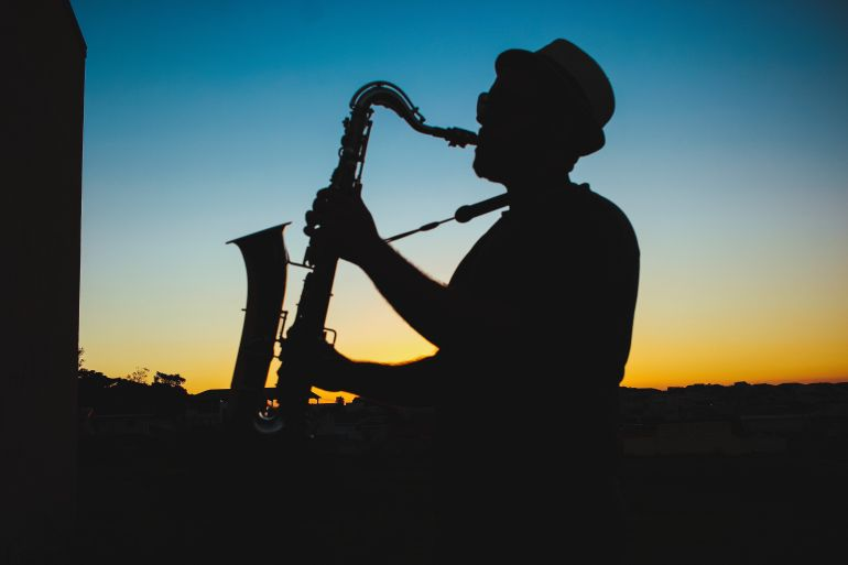 silhouette-of-a-man-playing-saxophone-during-sunset-733767.jpg