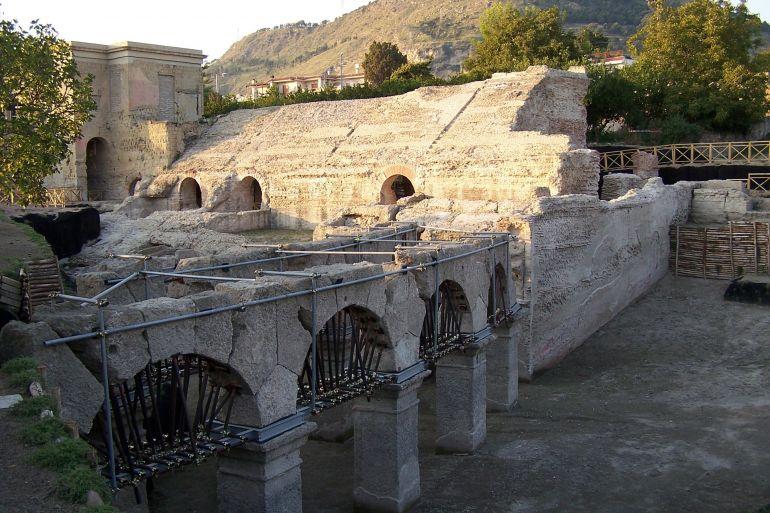 stadio-romano-di-Antonino-Pio-Pozzuoli-1.jpg