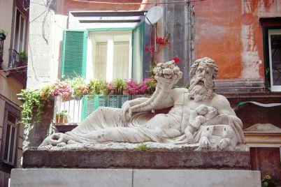statua-del-nilo-al-centro-storico-di-napoli.jpg